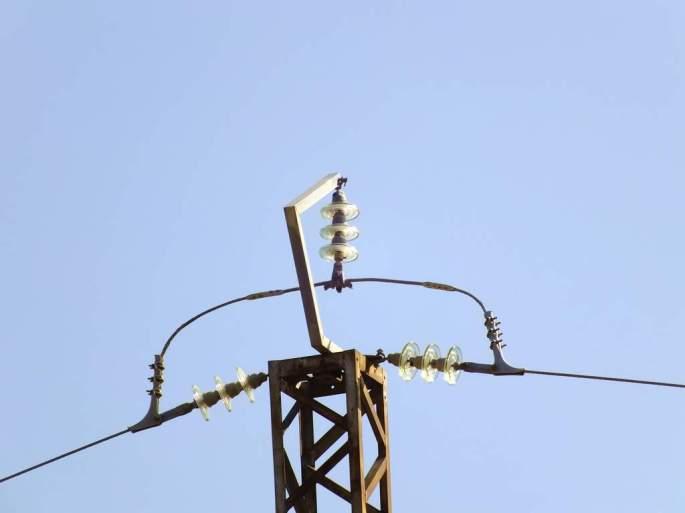 Apoyo sin aislar, causante de la electrocución de un Búho real en Agosto 2013. Diseño muy peligroso