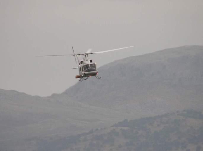 Nos sobrevuela un helicóptero del extinción a muy baja altura