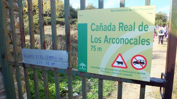 Unos días antes de la marcha se había instalado la correspondiente señalización de la Vía Pecuaria.