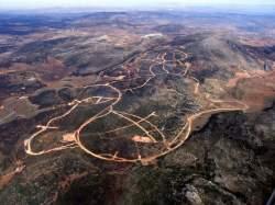 Desde el aire se puede apreciar el daño que ya se ha causado al territorio y la magnitúd del proyecto planeado